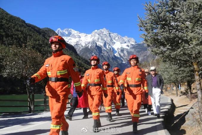 時而橙色時而藍 執勤時你們究竟怎么穿?
